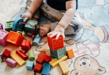 Jakie są bajki dla najmłodszych i czy warto jest czytać dzieciom czy pokazywać w formie filmów?